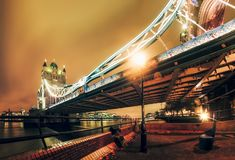 Tornbro på natten, Southwark arkivfoton