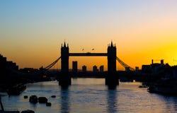 Tornbro på soluppgång arkivbild