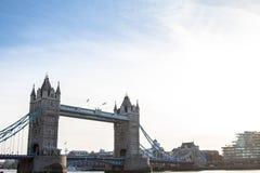 Tornbron är en kombinerad bascule, och upphängningbron i London byggde mellan 1886 och 1894 arkivfoto