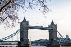 Tornbron är en kombinerad bascule, och upphängningbron i London byggde mellan 1886 och 1894 arkivbild