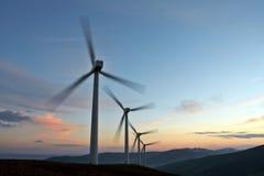 Torneado de la granja de la turbina de viento Imagenes de archivo