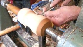 Torneado de madera del torno almacen de metraje de vídeo