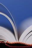 Torneado de paginaciones del libro Imagen de archivo libre de regalías