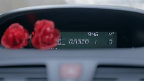 Torneado encima del volumen de radio