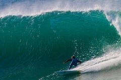 Torneado grande del jinete de la resaca de la onda Foto de archivo libre de regalías