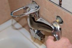 Torneira da instalação no banheiro imagens de stock royalty free