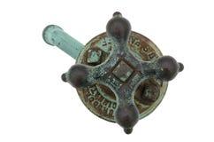 Torneira de água de cobre oxidada resistida velha, isolada Imagens de Stock