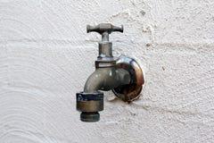 Torneira de água velha Fotografia de Stock