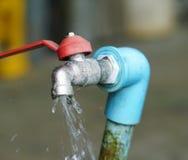 Torneira e água Foto de Stock