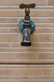 Torneira na parede do quintal Fotos de Stock Royalty Free