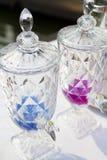 Torneira para a água do frasco plástico claro do galão fotos de stock