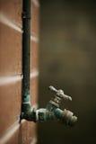 Torneira velha da válvula da água Foto de Stock