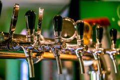 Torneiras da cerveja em um bar Fotos de Stock Royalty Free