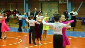 Torneo del baile del salón de baile de los niños, vals de la danza almacen de video