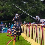 Torneo jousting medievale annuale al palazzo di Linlithgow, Scozia fotografie stock