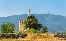 Tornet av den Skopje fästningen och milleniet korsar Fotografering för Bildbyråer