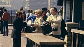 Tornet av London kontrollerar in arkivfilmer