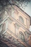 Tornet för den kyrkliga klockan med fönster stänger sig Royaltyfri Bild