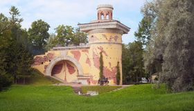 Tornet fördärvar i Catherine Park, Pushkin Tsarskoye Selo, StPetersburg Royaltyfria Foton