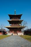 Tornet i Guang Fulin Park med blå himmel. Royaltyfria Bilder