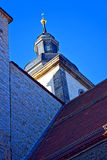Tornet och tornspiran av en gotisk domkyrka Royaltyfria Bilder