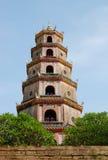 Tornet på den Thien Mu pagoden i ton, Vietnam Royaltyfri Fotografi