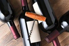 Tornillo de Coirk en las botellas de vino Fotografía de archivo