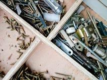 Tornillo en un almacenamiento de madera Fotografía de archivo