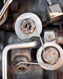 Tornillos atados con alambre seguridad Imágenes de archivo libres de regalías