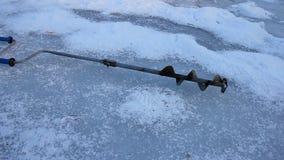 Tornillos del hielo de la perforación almacen de metraje de vídeo