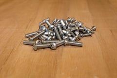 Tornillos del milímetro, usados en la industria del automóvil foto de archivo