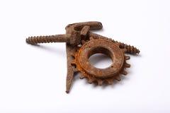 Tornillos y rueda dentada oxidados imagen de archivo