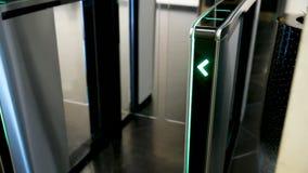 Torniquetes electrónicos Flecha verde de la luz del LED que destaca y que se mueve rápidamente hacia arriba metrajes