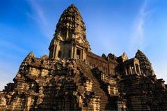 Tornkomplex på mitten av Angkor Wat Royaltyfri Bild