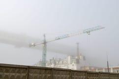 Tornkran på en konstruktionsplats Arkivbilder