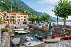 Torno-, buntes und malerischesdorf auf See Como Lombardei, Italien lizenzfreie stockfotos