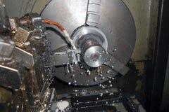 Torno, CNC, trabajando a máquina Foco suave fotografía de archivo