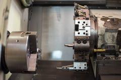 Torno do CNC no processo de manufatura imagens de stock royalty free
