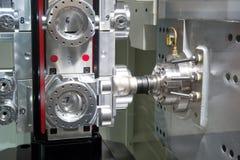 Torno, el moler del CNC imagen de archivo