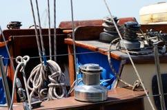 Torno viejo, equipo del velero para el control del yate Foto de archivo libre de regalías
