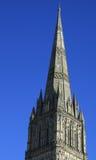 Tornspira av den Salisbury domkyrkan Arkivfoto