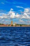 Tornspiran av Peter och Paul Fortress i St Petersburg Arkivbild