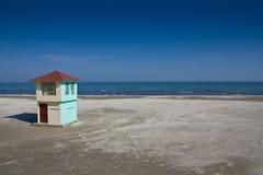 Tornstrandlivräddare på Blacket Sea Arkivbilder