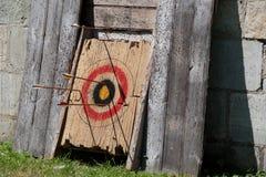 toro de madera de la flecha de la blanco Foto de archivo libre de regalías