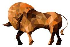 Toro estilizado aislado en un fondo blanco Hecho en estilo triangular polivinílico bajo Stock de ilustración