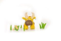 Toro Handmade di colore giallo del plasticine Fotografia Stock