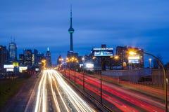 Toronto östliga Gardiner Expressway och staden Royaltyfri Fotografi