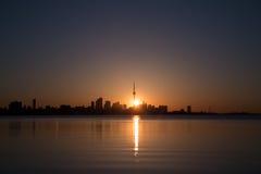 Toronto au lever de soleil images stock