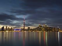 Toronto bij schemer stock afbeeldingen
