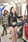 Toronto, Canadá 12 de enero de 2014 - varios cientos de personas resultaron no unirse al ningún paseo del subterráneo de los pant foto de archivo